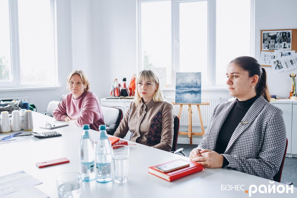 Зліва направо: Тетяна Веретеннікова, Катерина Сиротенко та директорка з економіки Оксана Антонюк