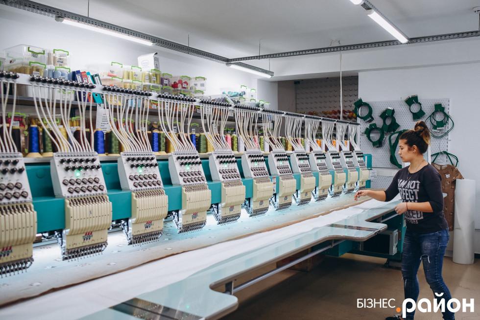 Оздоблення тканин узорами відбувається максимально швидко завдяки машинкам Tajima