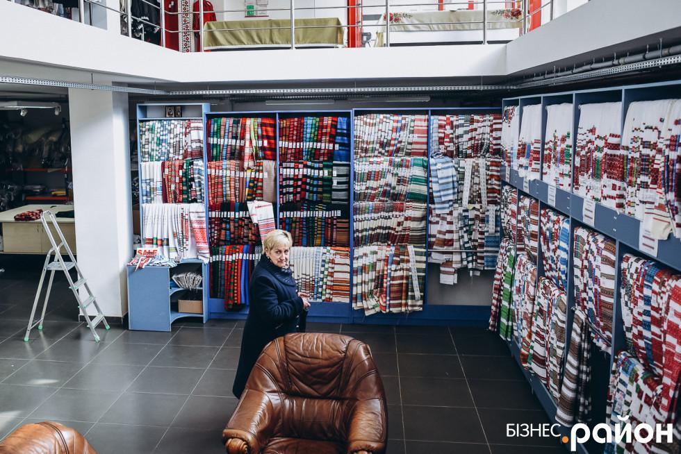 Мало хто знає, що під магазином одягу «Едельвіки» є ще один магазин - з тканинами